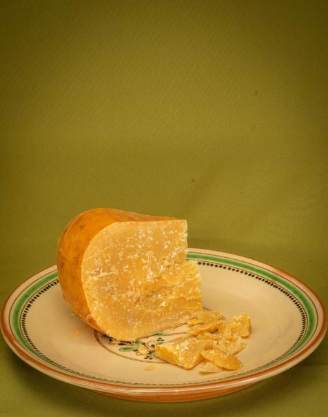 Bio érlelt kemény sajt (~48 hónapos érlelés)