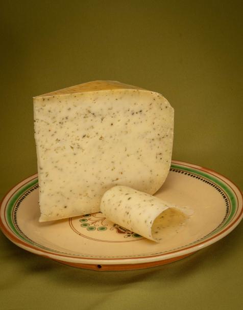 Bio érlelt félkemény sajt -bazsalikomos-