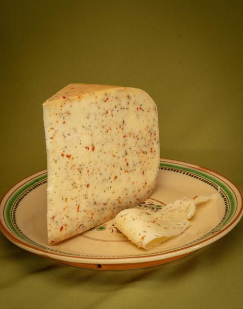 Bio érlelt félkemény sajt -bazsalikomos-szárított paradicsomos